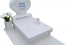 417 Nagrobek nowoczesny dzieciecy bialy z rzezba serca z marmuru oraz motylem witrazowym, Glebowice, woj. slaskie