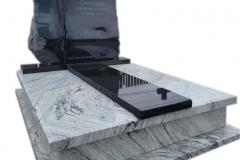421 Pomnik nowoczesny granitowy jasno-czarny wraz ze szklanym krzyzem topionym, Tychowo woj.zachodnio-pomorskie
