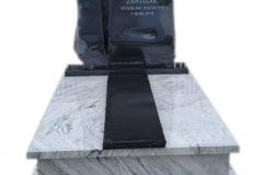 422 Pomnik nowoczesny granitowy jasno-czarny wraz ze szklanym krzyzem topionym, Tychowo woj.zachodnio-pomorskie