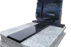 423 Pomnik nowoczesny granitowy jasno-czarny wraz ze szklanym krzyzem topionym, Tychowo woj.zachodnio-pomorskie