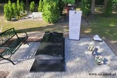 429 Nagrobek nowoczesny w formie sarkofagu z czarnego granitu wraz z szklanym krzyzem oraz tablica napisowa z marmuru, Gliwice
