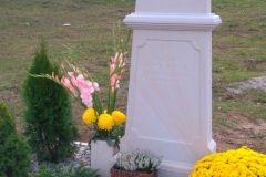 181 Pomnik nowoczesny jasny z piaskowca - Checiny