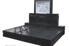 14 Czarny pomnik potrojny z marmurowa plaskorzezba