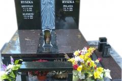 43 Nagrobek potrojny, granitowy z plaskorzezba na grobowcu , Katowice