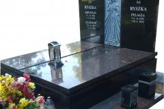 44 Nagrobek potrojny, granitowy z plaskorzezba na grobowcu , Katowice