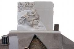 47 Pomnik podwojny z piaskowca wraz plaskorzezba oraz elementami granitu, Czechy-Frydek Mistek, rzezbiarz Janusz Moroń