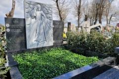 63 Pomnik podwojny granitowy na grobowcu rodzinnym wraz z plaskorzezba Jezusa Milosiernego, Wroclaw