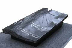 021 Sarkofag - nagrobek nowoczesny, pojedynczy z granitu wraz ze szklem artystycznym, Poznan