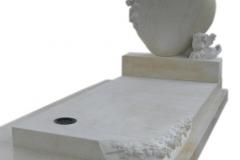 036 Nowoczesne pomniki pojedyncze - nagrobek dzieciecy z piaskowca wraz z rzezba, woj.lodzkie