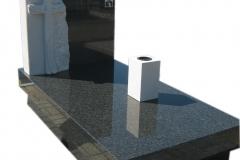040 Pomnik pojedynczy z piaskowca i granitu, rzezbiarz Janusz Moroń