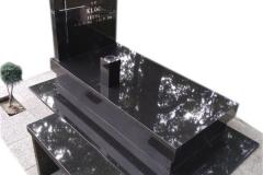 053 Nagrobek kompleksowy, pojedynczy, czarny granitowy z wazonem i laweczka kamienna, Pszczyna
