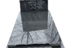 068 Nagrobek czarny, pojedynczy ze szklanym krzyzem, Imbramowice k.Krakow, rzezbiarz Janusz Moroń