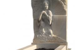 076 Nagrobek pojedynczy z plaskorzezba aniola z piaskowca, Ruda Slaska, rzezbiarz Janusz Moroń