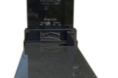 090 Pomnik z czarnego granitu wraz z rzezba z bialego marmuru, Wojkowice