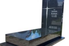 094 Pomnik pojedynczy z czarnego granitu, Czarkow k.Pszczyna, rzezbiarz Janusz Moroń