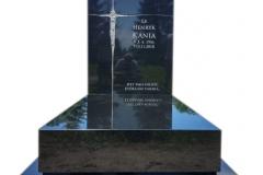 096 Pomnik pojedynczy z czarnego granitu, Czarkow k.Pszczyna, rzezbiarz Janusz Moroń