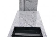 099 Nagrobek pojedynczy z jasnego granitu wraz z czarnym krzyzem, Ligota