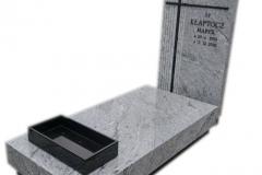 100 Nagrobek pojedynczy z jasnego granitu wraz z czarnym krzyzem, Ligota