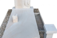 147 Nagrobek pojedynczy z piaskowca wraz z plaskorzezba dziewczynki, aniolka w skrzydlach, Katowice