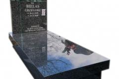 180 Nagrobek pojedynczy z ciemnego granitu wraz ze szklanym krzyzem, Pszczyna