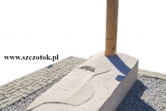 192 Nagrobek pojedynczy z piaskowca wraz z drewnianym krzyzem, Ruda Slaska, woj. slaskie
