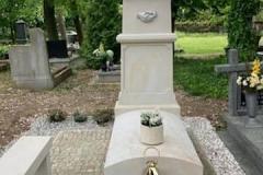 198 Pomnik pojedynczy z piaskowca w formie kapliczki, Kolo woj.wielkopolskie