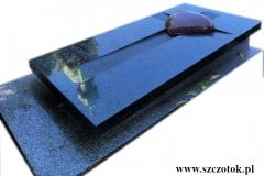 205 Nagrobek granitowy pojedynczy w formie sarkofagu z sercem, Tychy