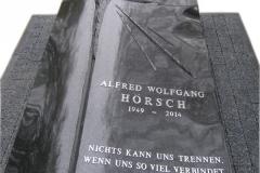 22 Pomnik urnowy, sarkofag z topionym szkłem