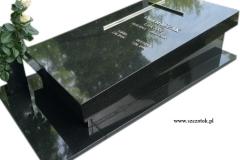 31 Pomnik urnowy - sarkofag granitowy
