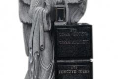 56 Nagrobek urnowy z granitu wraz z rzezba aniola, Bochnia k.Krakowa