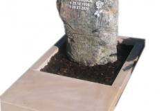 64 Nagrobek urnowy w formie skały, Gorki Wielkie