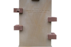 77 Pomnik urnowy z jasnego oraz czerwonego piaskowca, Gliwice