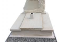 125 Pomnik na grobowcu podwojny, potrojny z piaskowca wraz z rzezba, Ilza woj.malopolskie, rzezbiarz Janusz Moroń