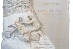 144 Tablica nagrobna z piaskowca na nagrobek w formie plaskorzezby, Czechy-Frydek Mistek, rzezbiarz Janusz Moroń