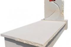 223 Pomnik z piaskowca wraz z witrazem, Krosnowice
