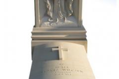 006 Nagrobek z rzezba- pomnik z piaskowca z Maryja, krzyzem oraz z symbolem wiary, nadzei i milosci, Sosnowiec