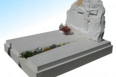 017 Nagrobek podwojny z piaskowca z rzezba Jezusa - grobowiec, Rydultowy, rzezbiarz Janusz Moroń