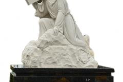 022 Rzezba z piaskowca - grobowiec z rzezba