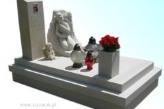 036 Pomnik dla dziecka z rzezba chlopca, Janowice k.Bielska-Bialej