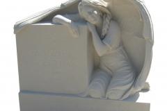 043 Rzezba - tablica nagrobna z piaskowca - pomniki nowoczesne z rzezba