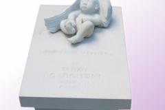 044 Nagrobek dla dziecka z piaskowca - nagrobki z rzezba, rzezbiarz Janusz Moroń