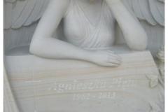054Tablica nagrobna - rzezba z piaskowca - pomnik z rzezba, Poznan, rzezbiarz Janusz Moroń