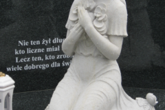 058 Rzezba z piaskowca - nagrobek nowoczesny z rzezba, Polanka Wielka, rzezbiarz Janusz Moroń