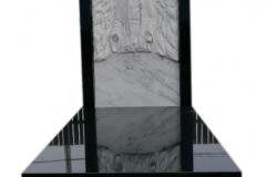 063 Pomnik z granitu z rzezba z marmuru, Bierun, rzezbiarz Janusz Moroń
