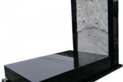064 Pomnik z granitu z rzezba z marmuru, Bierun, rzezbiarz Janusz Moroń