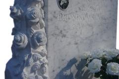 071 Tablica nagrobna z rzezba z marmuru - pomnik z rzezba, Czechowice-Dziedzice, rzezbiarz Janusz Moroń