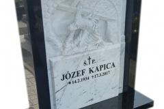 073 Tablica nagrobna z rzezba z marmuru, Frydek k.Pszczyna