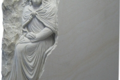 082 Plaskorzezba Jezusa z piaskowca - tablica nagrobna