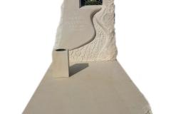 089 Pomnik z piaskowca z rzezba i witrazem, Kedzierzyn Kozle, rzezbiarz Janusz Moroń