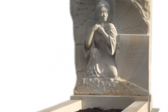 104 Nagrobek z piaskowca z plaskorzezba aniola, Ruda Slaska